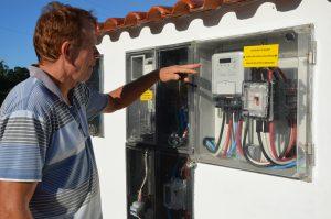 Hélio Meurer confere geração de energia gerada em sua propriedade